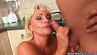 Mature mom knows to whatever manner to unload a cock