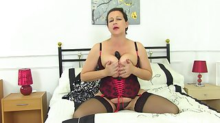 Tight auntie reveals some premium fuck solo scenes atop cam