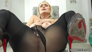 Solo mart girl, Natalia Starr is masturbating, in 4K