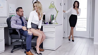 Manager have three-way mating apropos workers